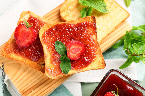 Obraz Bread with tasty strawberry jam on table - fototapety do salonu