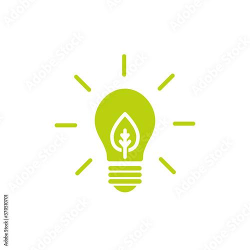 Fotografia Green shining electric light bulb with green leaf