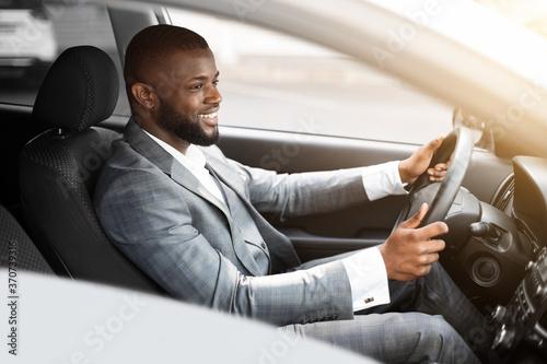Obraz Cheerful african american businessman driving to work - fototapety do salonu