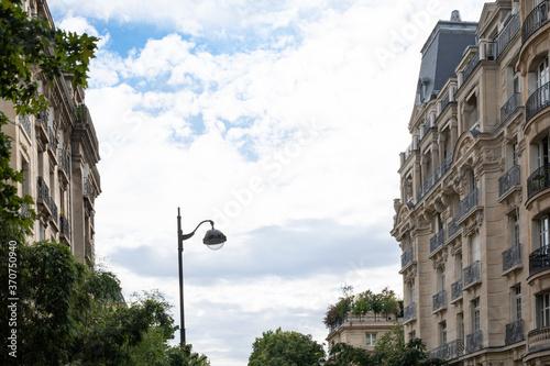 Fototapeta Street view of an old, elegant residential building facade in Paris obraz