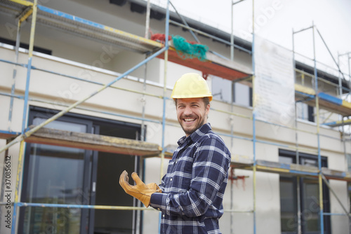 Canvas Portrait of a laughing worker on a construction site