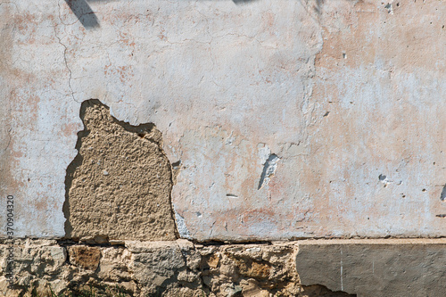 Fotografia Plaster peeling off brick wall
