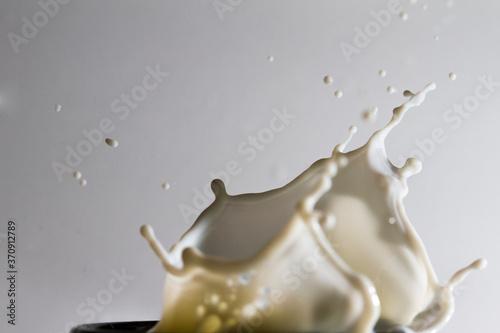 Canvastavla lait déborde éclabousse tasse bol