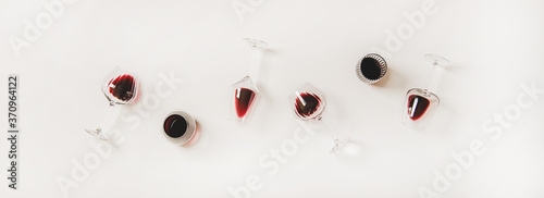 Fototapeta Red wine in glasses