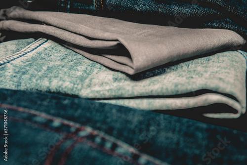 Cuadros en Lienzo Varios jeans apilados uno sobre otro