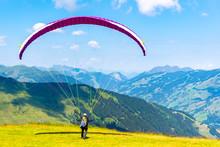 Paraglide Launching. Starting ...