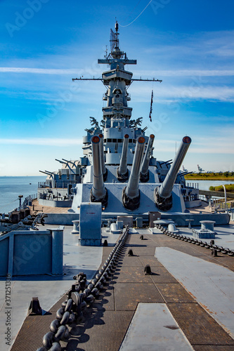 Canvastavla Mobile, Alabama;  USS Alabama (BB-60), a South Dakota-class battleship