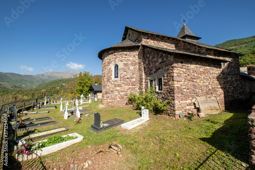 Ermita de San Clemente, Noales ,municipio de Montanuy,  Ribagorza, provincia de фототапет