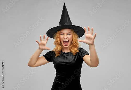 Carta da parati holiday, theme party and black magic concept - scary woman in halloween costume