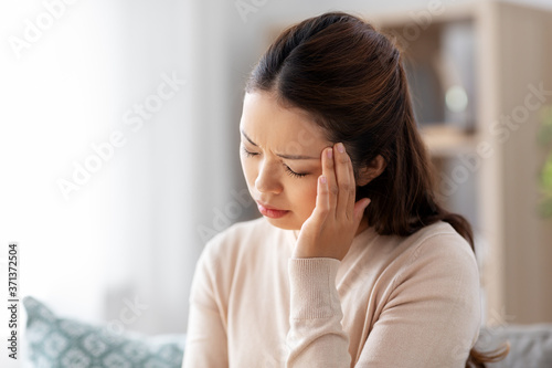 people and health problem concept - sick asian woman having headache at home Fototapet