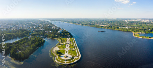Tourist spot of Strelka Park on the Yaroslavl embankment and a view from the hei Fototapet