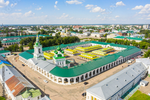 Fotografering Gostiny Dvor and Spasskaya Church and shopping arcade, architectural heritage in the historical part of Kostroma