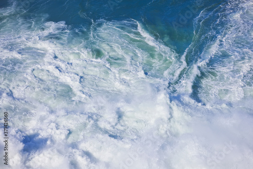 Fototapety, obrazy: Foamy stong waves crashing in the ocean