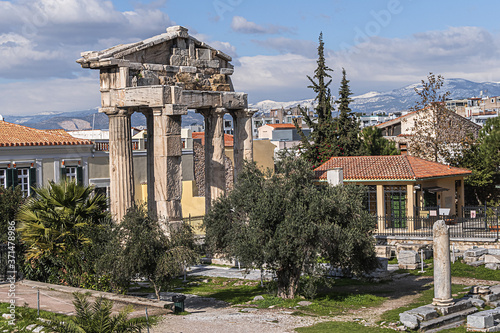 Obraz na plátně Picturesque view of Roman Agora ruins: Remains of the Roman Agora built in Athens during the Roman period