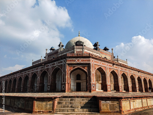Photo Extra ordinary & Awestruck Architectural shot of Great Humayun's Tomb