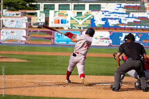 Photo baseball players hitting