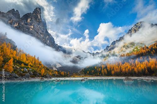 Cuadros en Lienzo Amazing misty autumn scenery with lake Sorapis, Dolomites, Italy