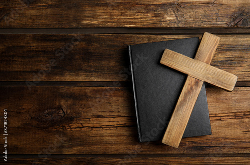 Fotografie, Obraz Christian cross and Bible on wooden background, top view with space for text
