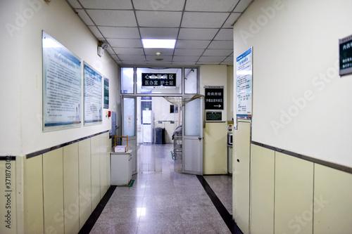 Fototapeta Tangshan, Hebei, China - August 3, 2020: night, quiet hospital corridors