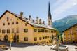 canvas print picture - Zuoz, Dorf, Engadiner Häuser, San Luzi, Kirche, Dorfplatz, Dorfbrunnen, Oberengadin, Alpen, Graubünden, Sommer, Schweiz