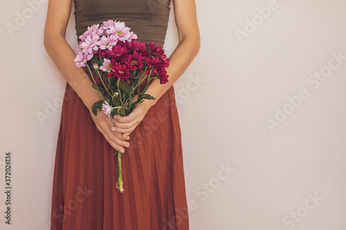 Foto Woman holding beautiful bouquet of flowers.Focus on flowers.