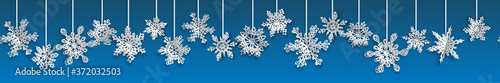 Fotografia Christmas seamless banner with volume paper snowflakes with soft shadows on blue background
