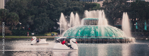 Foto The Lake Eola fountain in downtown orlando florida in central florida