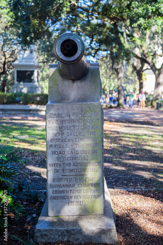 Photo statue in Savannah Georgia of a cannon Monument daughters of the american revolu