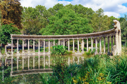 The famous classical roman colonnade in the Parc Monceau with relection in the pond - Paris, France Fotobehang