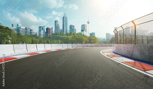 Valokuva Racetrack with railing and city background, daytime scene