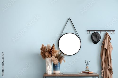 Billede på lærred Interior of modern hallway with mirror