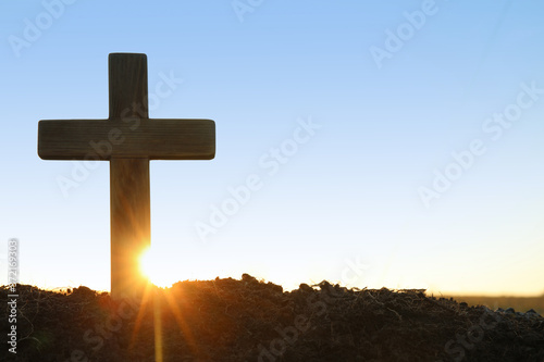 Cuadros en Lienzo Wooden Christian cross outdoors at sunrise, space for text