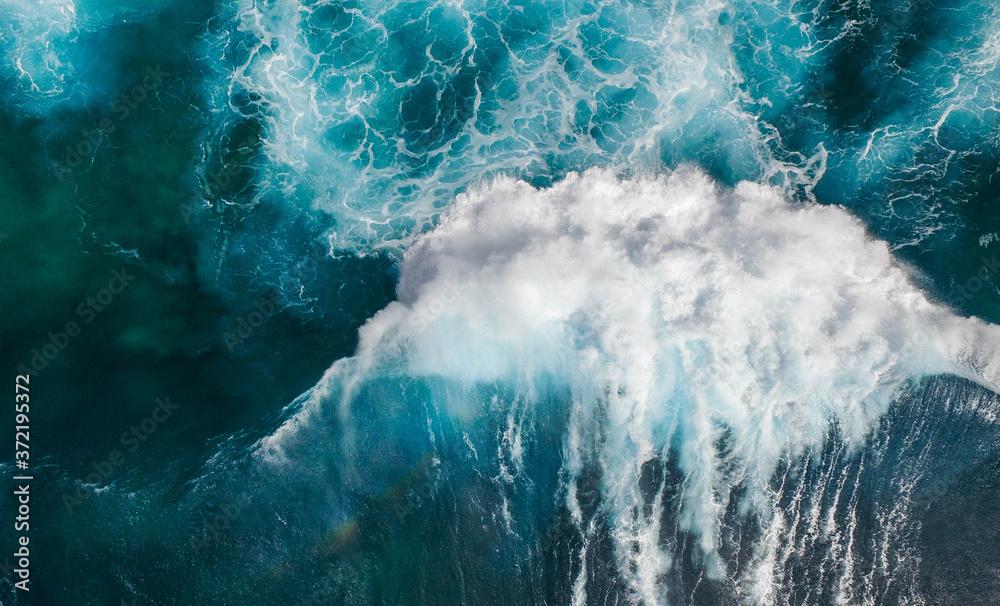 Fototapeta Vogelperspektive auf die schäumenden Wellen des Meeres