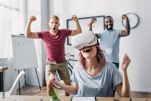Selective focus of businesswoman in vr headset showing yes with multicultural co Fototapet