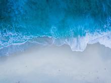Brandung Eines Blauen Meeres A...