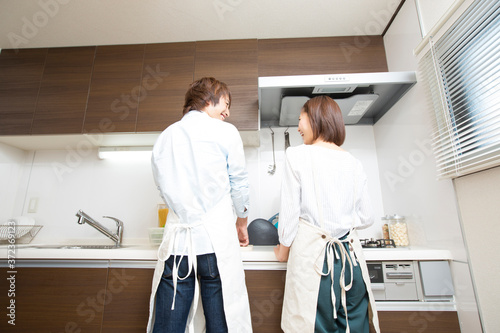 Leinwand Poster 料理をする夫婦