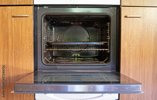 Tela Antique kitchen with dirty oven
