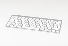 Clavier D'ordinateur Sans Fil Sur Fond Blanc