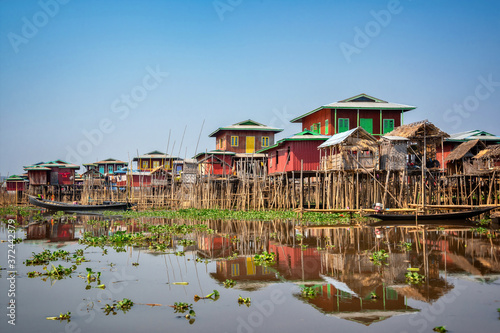 Obraz na plátně Colorful floating village with stilt-houses on Inle lake in Burma, Myanmar