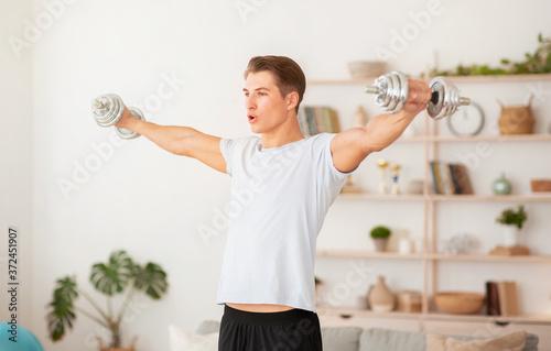 Fotografia Strength training at home