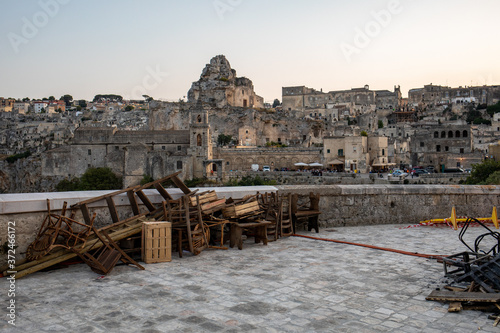 Fotografía Bond 25, Scenography elements used for explosion and fire scenes from the movie No Time to Die in Sassi, Matera, Italy