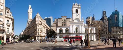 Fotografia Buenos Aires, Argentina: Plaza de Mayo, looking west towards Avenidas de Mayo and Roca (panorama)
