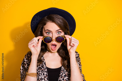 Leinwand Poster Close up photo of astonished girl look incredible novelty impressed open mouth t