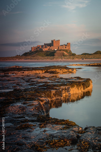 Photographie Bamburgh Castle, Northumbria at sunset on a warm summer evening