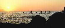 Punta Capo Di Sorrento, Bagni Della Regina Giovanna, Ombre Che Remano Al Tramonto Sul Mare.