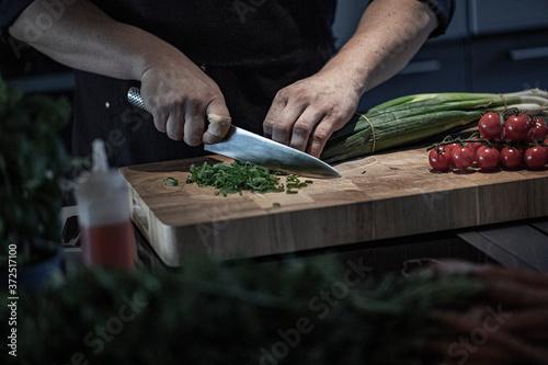 Messer schneiden auf Holzbrett Canvas Print