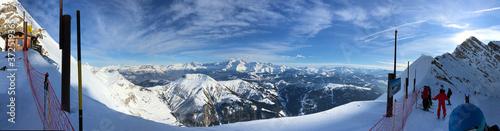 Fototapeta panoramique de la montagne au ski