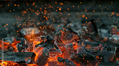Fotomural Barbecue Grill Pit With Glowing And Flaming Hot Charcoal Briquettes, Close-Up