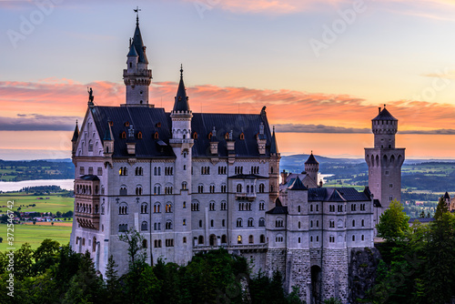 Fototapeta A beautiful and colourful sunrise over the famous Neuschwanstein Castle in Germany