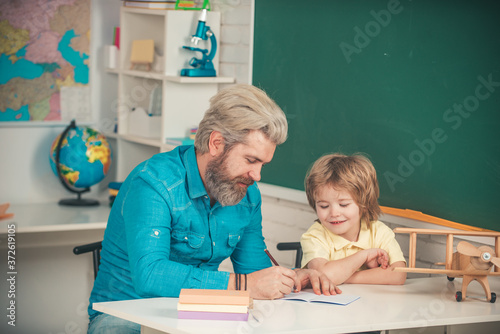 Photo Teacher and pupil in classroom
